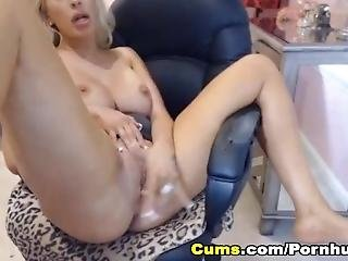 Big Juggs Babe Enjoys To Fuck Her Pussy