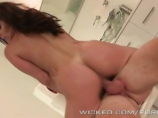 Wicked - Hot Milf Kendra Lust Fucks The Pizzaboy