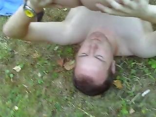 Deutsche Ehefotze Mit Jungen Kerl Im Park