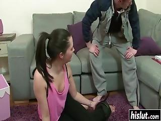 brunette, sofa, cumshot, facial, hardcore, stønning, Tenåring
