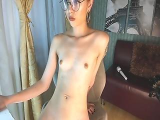 Small-breasted Columbian Cam-slut