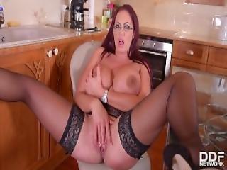 Curvy Kitchen Masturbation Sultry Brit Sucks Massive Tits