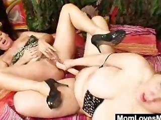 Freaky Amateur Cougars Banging Double-sided Fake Dong