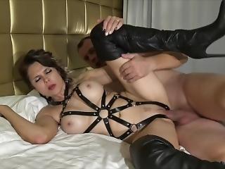 素人, 巨乳, 黒い, フェラチオ, ブーツ, 精液をショット, 陰茎, フェティッシュ, レザー, 舐める, 熟女, オーガズム, おまんこ, おまんこをなめる