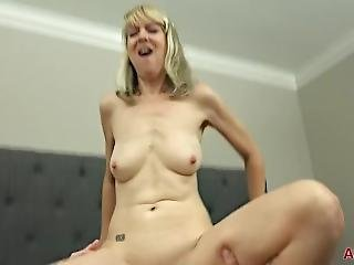 Mature Blonde Milf Jamie Foster Fucked In Bed
