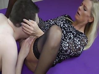 Sexy Mature Milf Takes Creampie By Her New Young Roommate