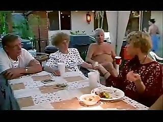En Grupos, Casa, Fiesta, Putas
