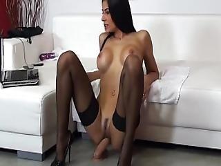 Sofia Cucci Squirting In Black Lingerie