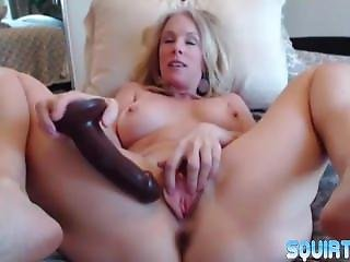 Queen Squirter Mommy Justy Fucks A Meaty Cunt