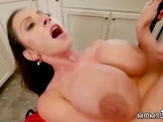 Taboo Milf Fuck And My Sleeping Step Mom The Ass Borrowing Milk From My