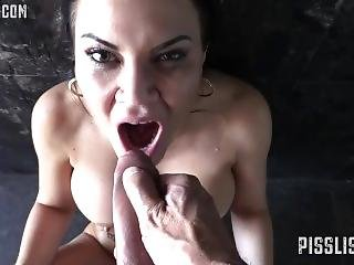2 Way Pissing -  Chessie Kay