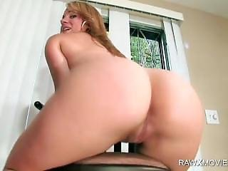Girl Gets Externally Wet