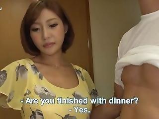 Japanischer Mann Fickt Die Freundin Seiner Frau, W�hrend Seine Frau Kochte