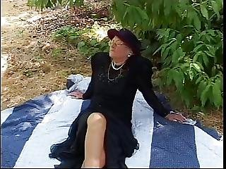 Older Woman Meets Stud In Park Sucks His Hard Cock And Then Fuck