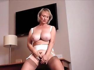 Michelle The Britsh Milf Plays