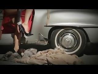 Top Escort Helene Castelli Alla Guida Di Una Bella Mercedes