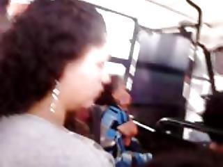 Encoxcando Dedo Hermosa Vecina Casada Nalgona Bus 2
