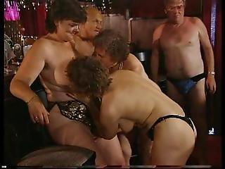 Leszbikusok eszik punci orgia