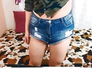 Jinna Showing Her Quads