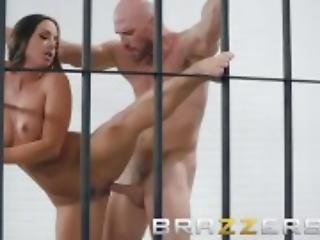 Brazzers - Sexy cell mate Abigail Mac gets pounded behind bars