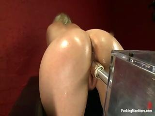 D Cums On Fucking Machine