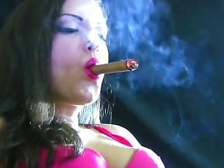 Morena, Cigarro, Fumar