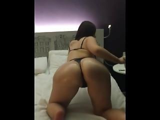 Pawg Girlfriend Oils Up Ass