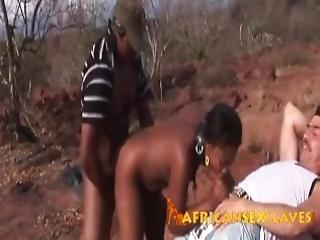 afrikansk, blowjob, bondage, brunette, fastspændt, udlænding, fetish, naturlig, naturlige bryster, sex, slave, små bryster, sutter, trekant, bundet, pisk