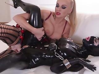 Kayla.green.and.latex.lucy