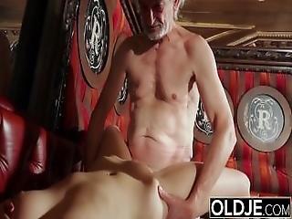brud, avsugning, rumpa, cumshot, doggystyle, knullar, farfar, gammal, äldre man, sexig, Tonåring, ung