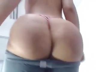 Webcam Girl Clapping Phat Round Ass