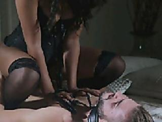Zoey Reyes Loves To Fuck Hard And To Be Fucked Hard In Return