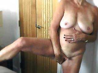 This 71 Yr Old Gilf Is Smoking Hot