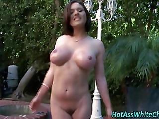 Big Booty Slut Gets Oral