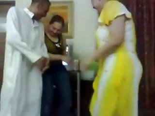 Iraqi Sexy Girl Dance With A Guy