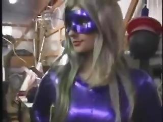 Minx Gets Sliced In A Thrice