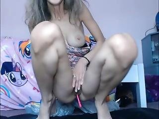 Fit Lady Squirts All Over The Floor On Livestream
