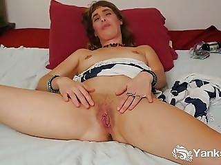 Amateur Leah Masturbating Her Cunt