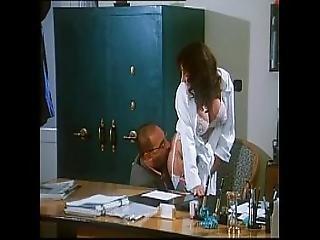 Sarah Young In Le Porcone Volanti 2 Mario Bianchi