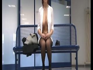 stort bryst, cleavage, fetish, flashing, minikjole, offentlig, fisse, barberet, kjole, upskirt