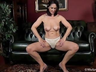 Hairy Milf Kaysy Solos On The Black Couch