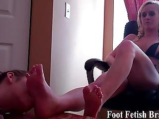 Bella Sucking Rachels Perfect Little Toes