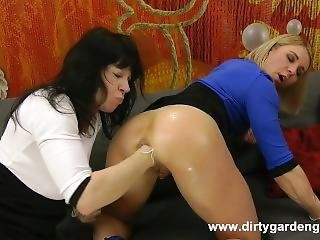 Dirtygardengirl - Deep Anal Fisting With Friend