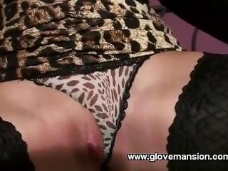 Amirahs_sexy_glovejob_part_2.mp4