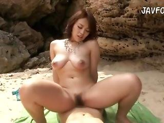 Thick Juicy Reiko Nakamori Gets Fucked On The Beach