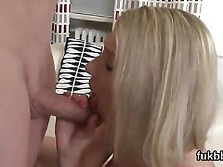 Spicy Honey Spreads Her Twat And Loves Hardcore Fucking