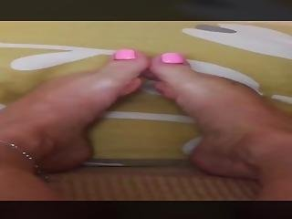 Sexy Feet & Toes Teasing You 023