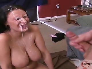 Groß Ins Amateur Asiatisch gesicht Titten Chubby Puppe