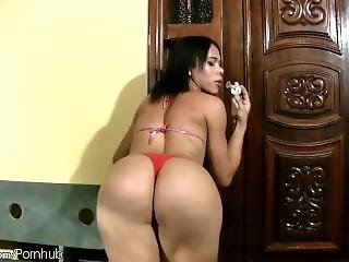 Beautiful Latina T-babe With Extremely Big Ass Blows Bubbles