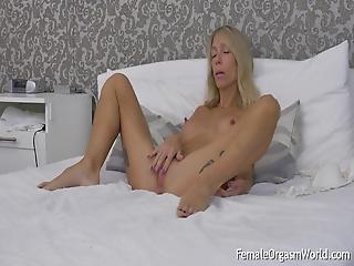 Long Nippled Milf Moans And Masturbates Her Twat